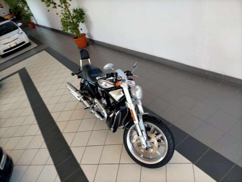 Harley-Davidson V-Rod - 1130 VRSCR STREET ROD